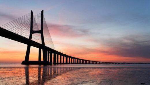 bro i solnedgång