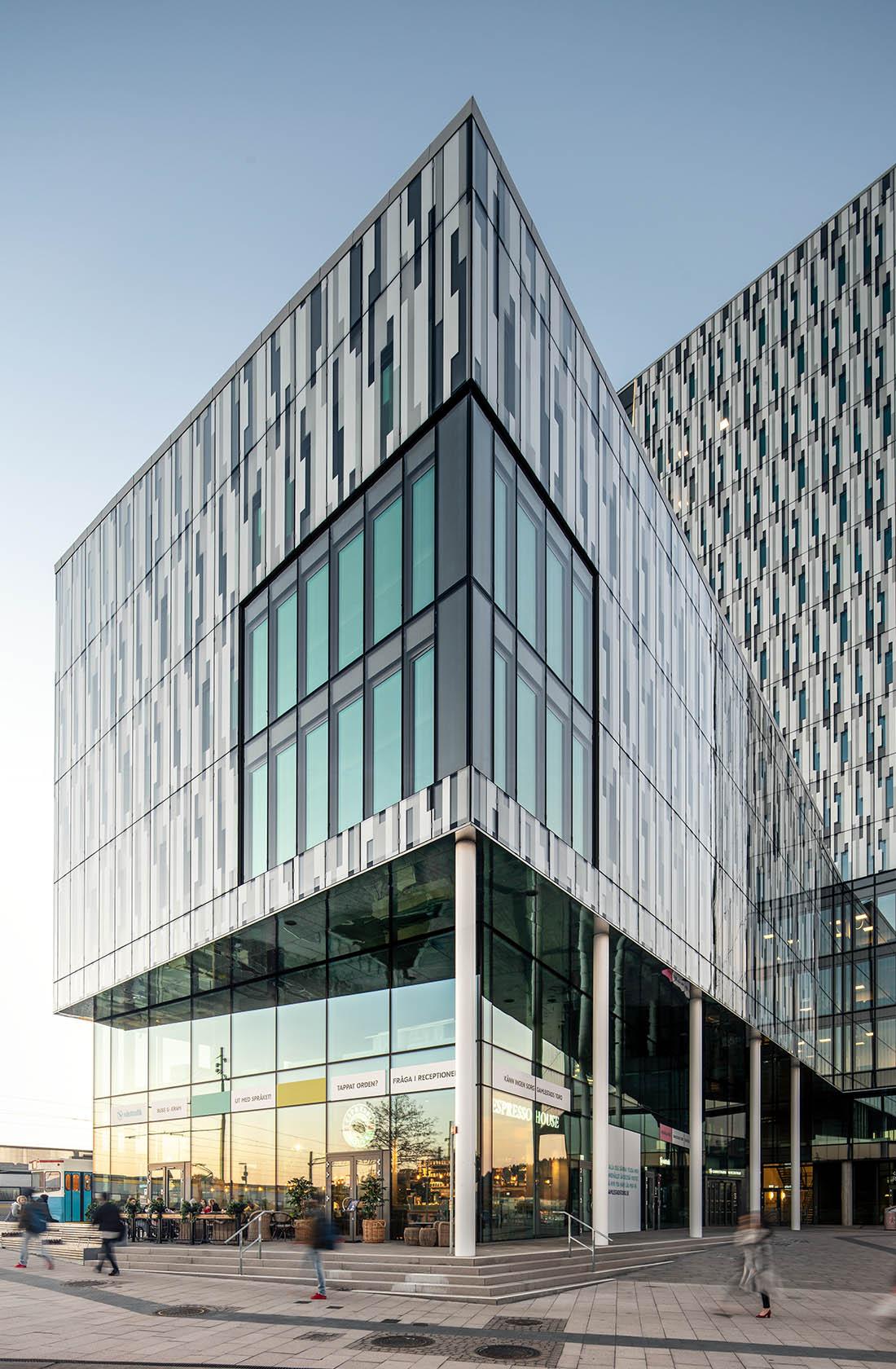 bild på hörn av byggnad