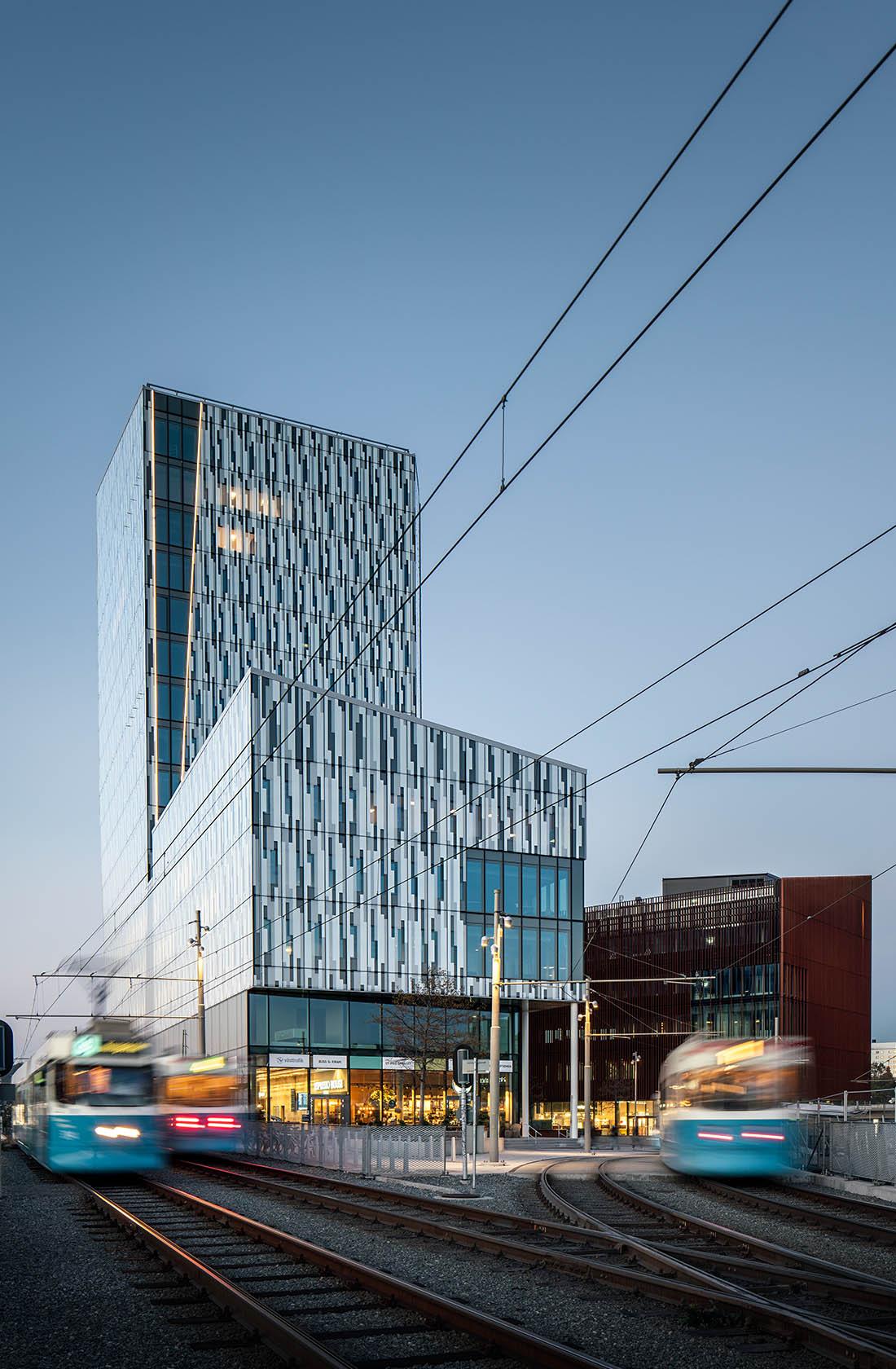 Bild-pa-tre-byggnader-i-Gamlestaden.j