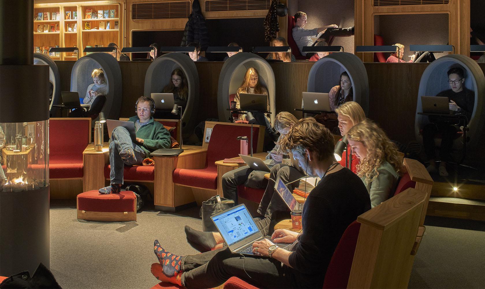 Studenter på studerar vid Ekonomikum