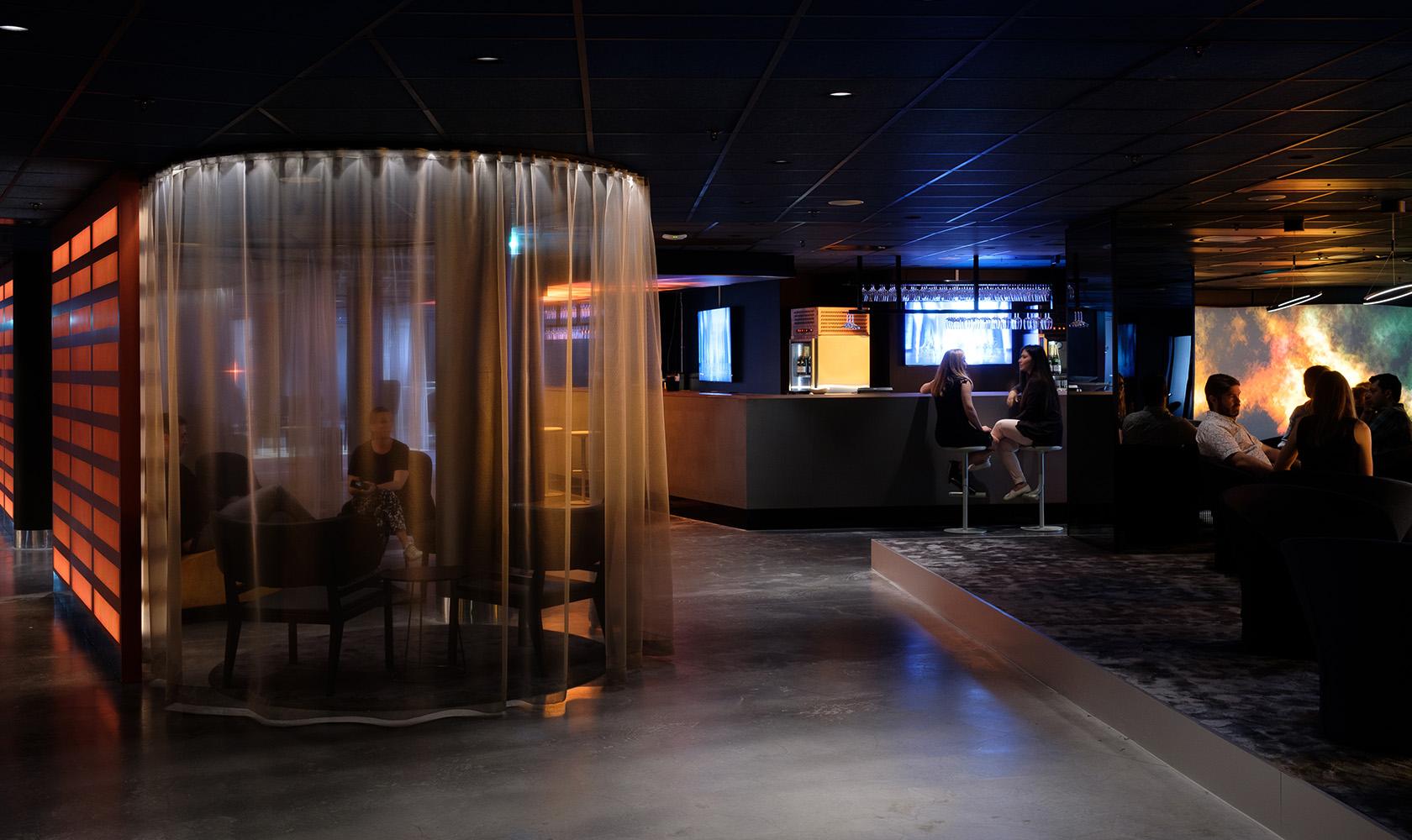 Lounge med plats för flera sällskap