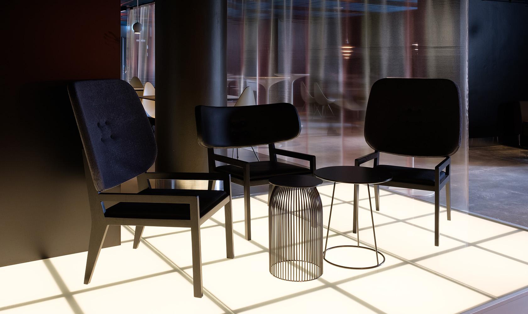 Tre stolar i en lounge