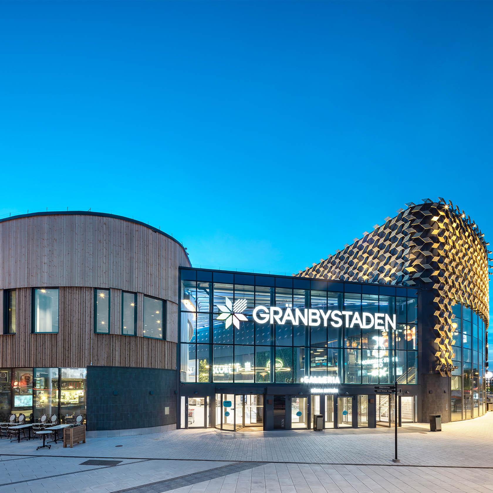 Bild utanför Gränby centrums ingång