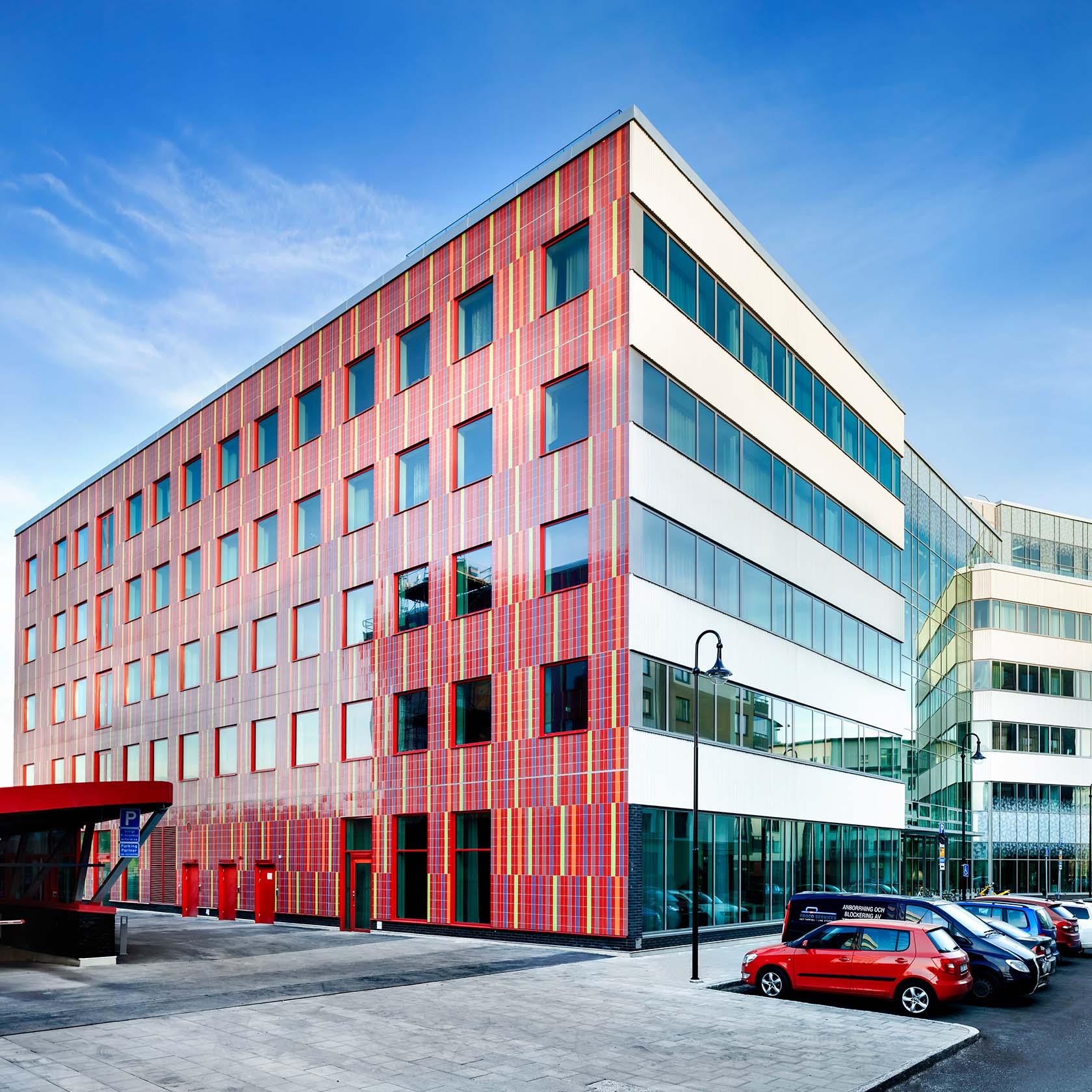 Rosenborg 3 med röd fasad