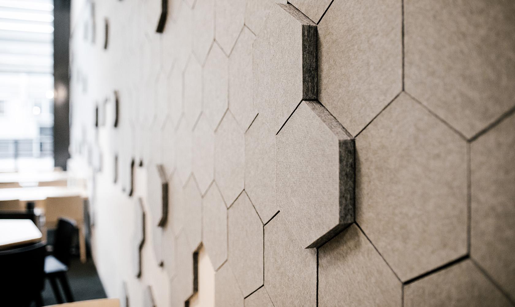Ljus detaljbild av vägg på Epricos kontor