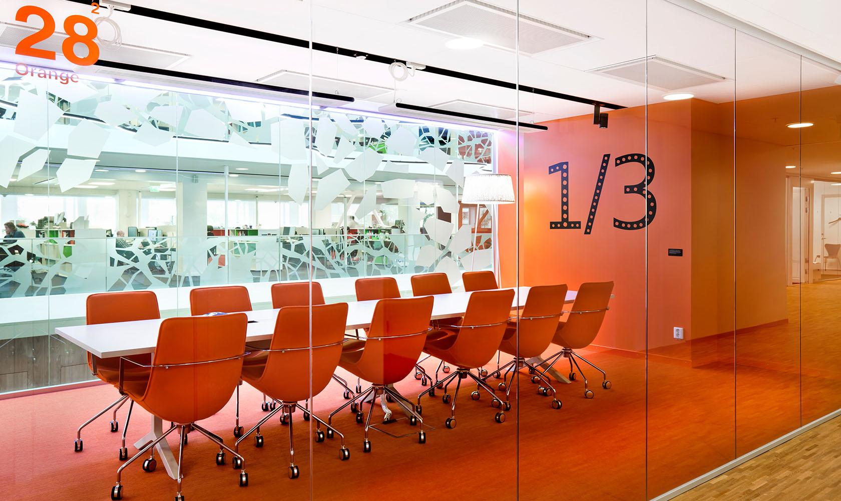 konferensrum i färgen orange