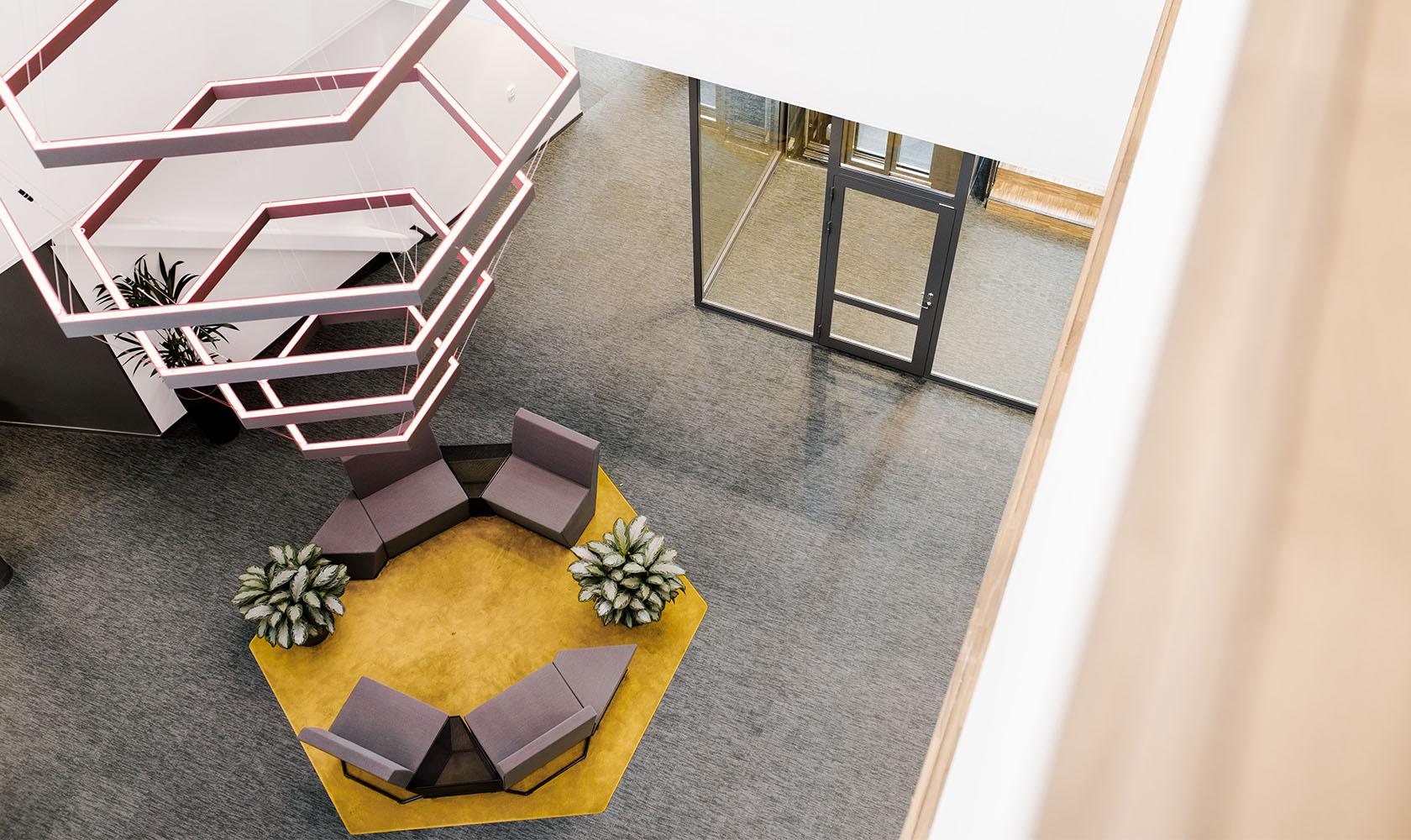 Vy på loungeplats på kontoret Epiroc