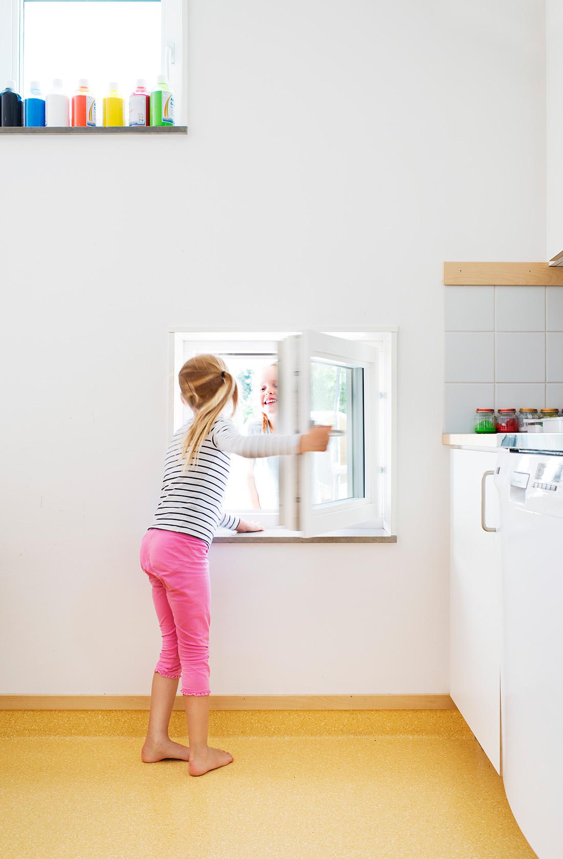 fönster anpassat för barn