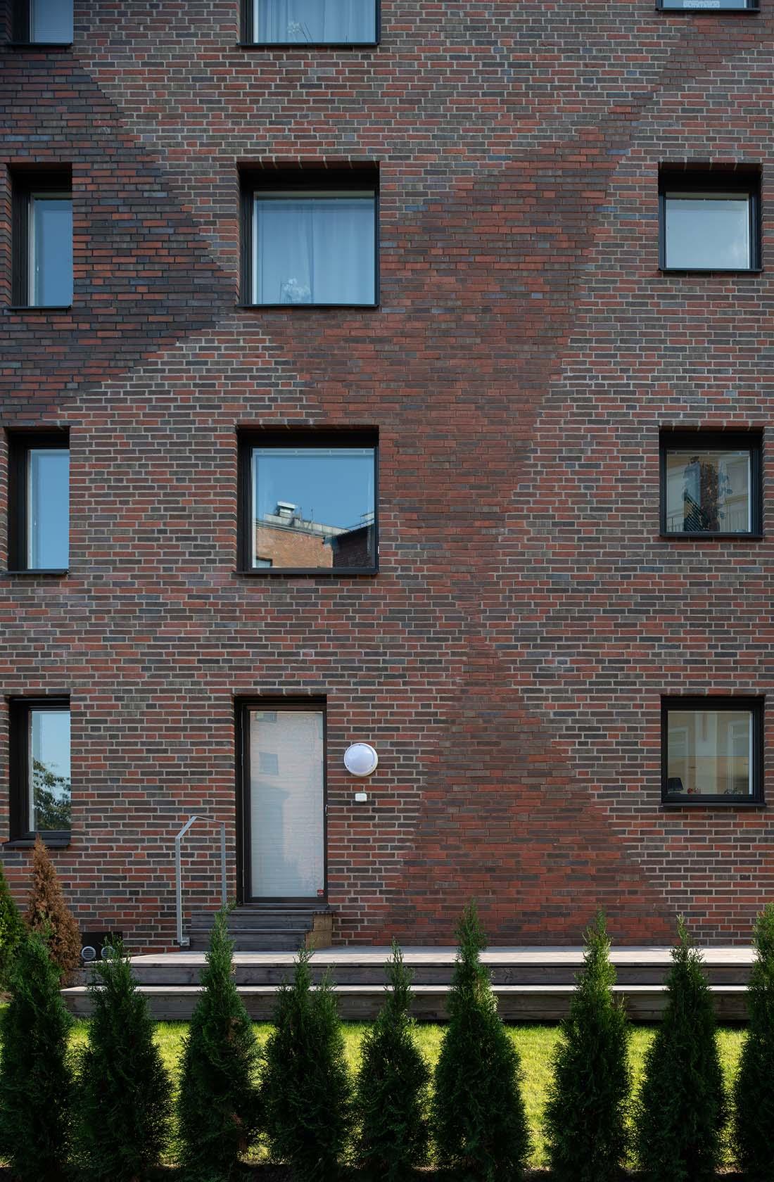 Fasad med triangulärt mönster