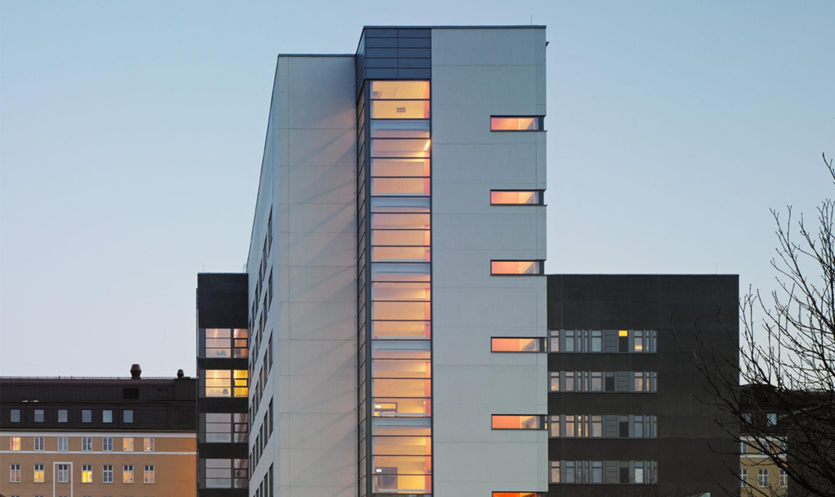 Närbild på Tehuset vårdbyggnad i Borås