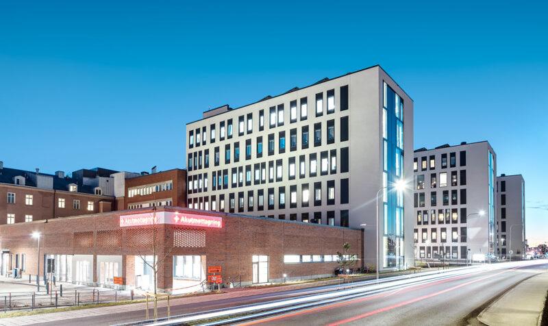 Kvällsbild på H-huset Örebro