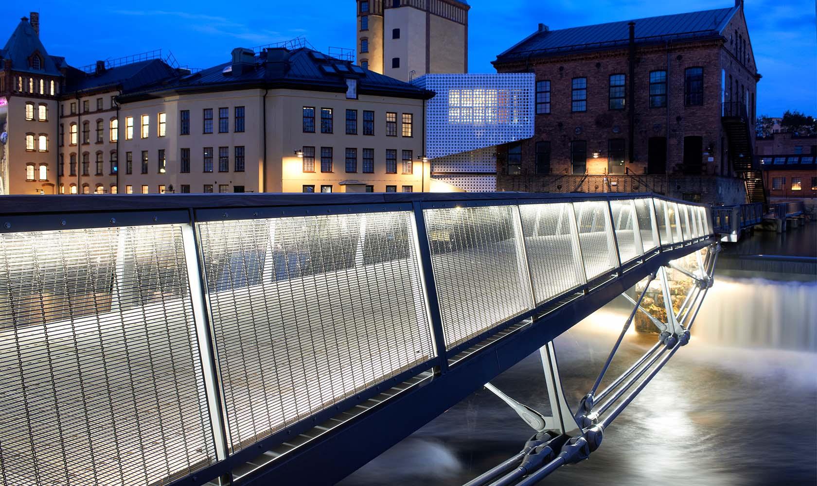 Upplyst Kåkenhusbron