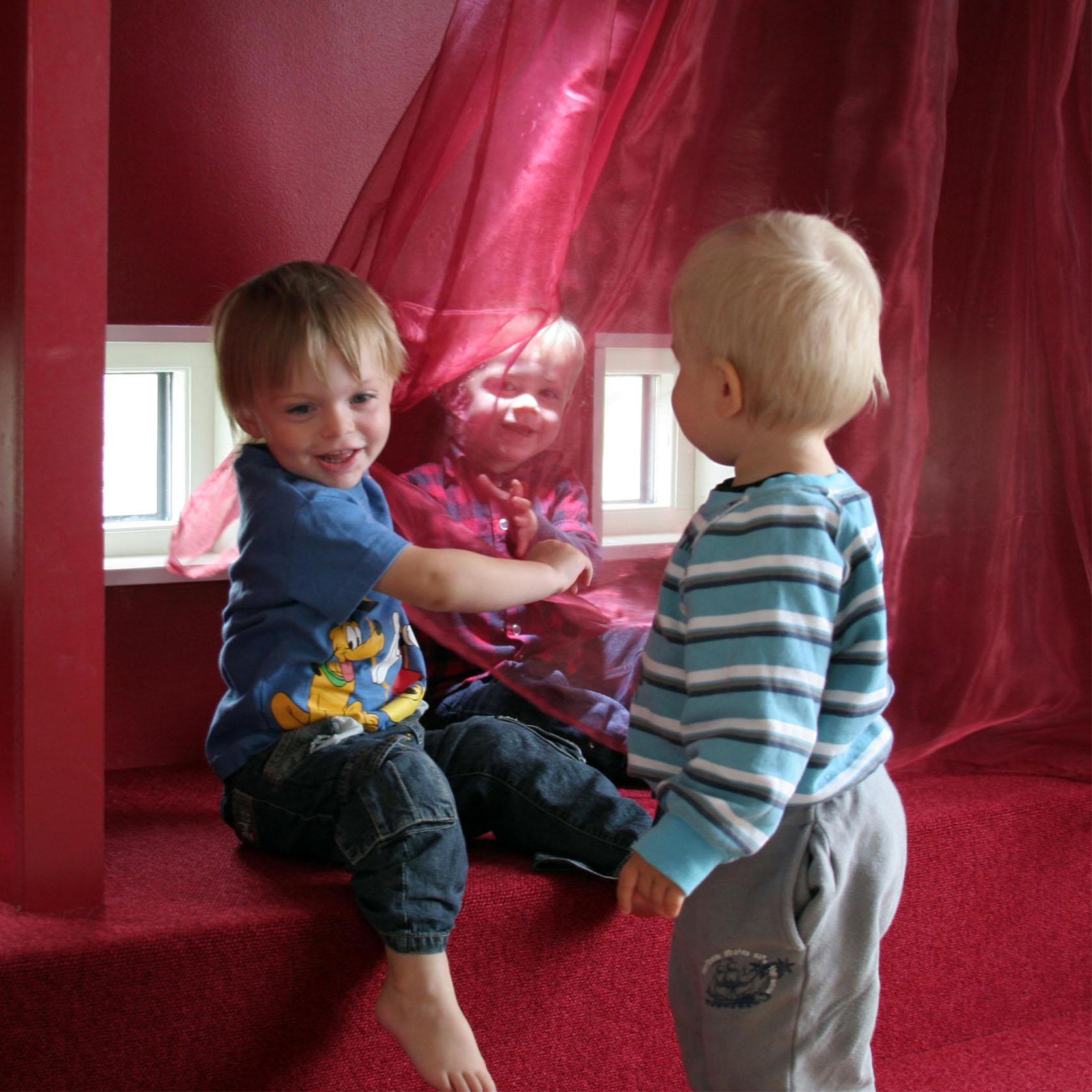 lekhörna med barn